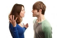 ¿Dejarías que tu novio(a) escoja a tus amistades? Pareja_discutiendo_grande